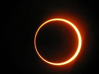 Éclipse Solaire de Nouvelle Lune !
