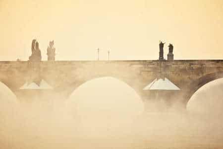 Dans le brouillard du pont Charles